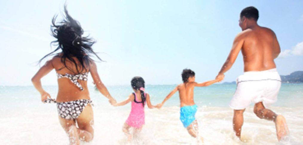 Familienurlaub-Meer-Sandstrand