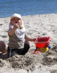 Familienurlaub-Ostsee-Babyreise-Sandstrand
