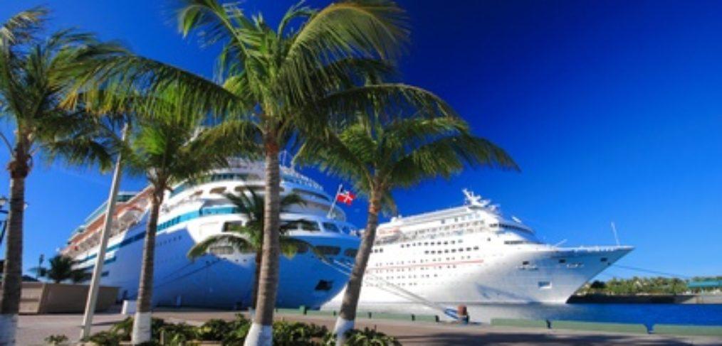 Kreuzfahrtschiff Bahamas Hafen Karibik