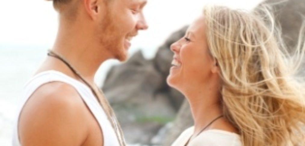 verliebtes Paar im Romantik urlaub zu Zweit